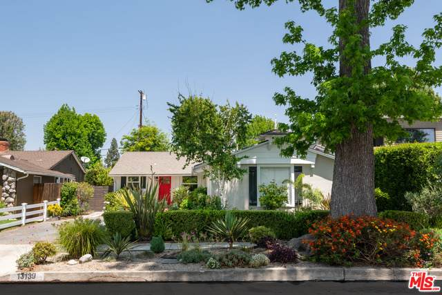 13139 Weddington St, Sherman Oaks, CA 91401 (#21-731288) :: Montemayor & Associates