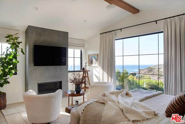 221 Tranquillo Rd, Pacific Palisades, CA 90272 (#21-731422) :: Berkshire Hathaway HomeServices California Properties
