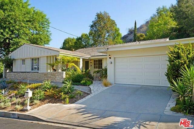 3676 Stone Canyon Ave, Sherman Oaks, CA 91403 (#21-734150) :: Berkshire Hathaway HomeServices California Properties
