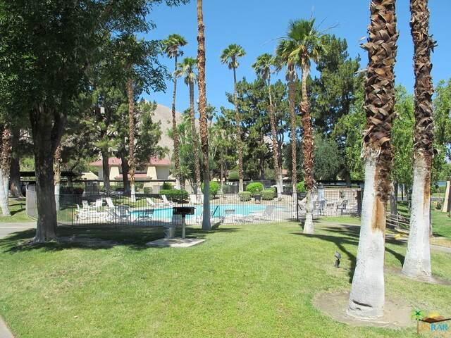 675 N Los Felices Cir J105, Palm Springs, CA 92262 (#21-735514) :: The Pratt Group