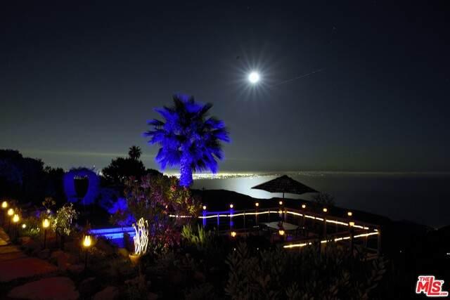 401 Moonrise Dr - Photo 1