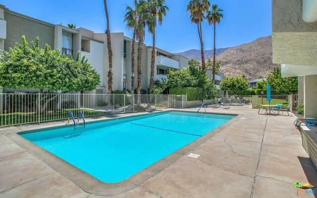 261 E La Verne Way Q, Palm Springs, CA 92264 (MLS #21-737868) :: The Jelmberg Team