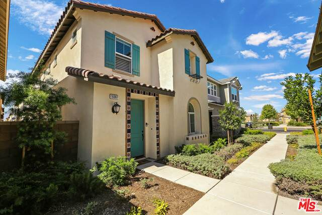 16007 Dexter St, Chino, CA 91708 (#21-738756) :: The Grillo Group