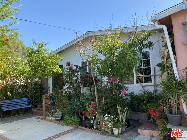 501 Townsite Dr, Vista, CA 92084 (#21-743152) :: The Grillo Group