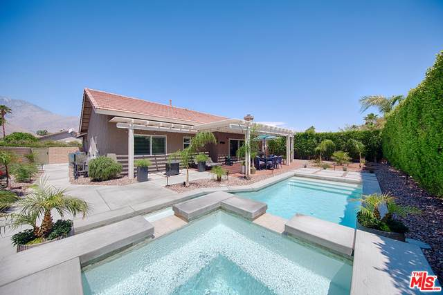 2162 Shannon Way, Palm Springs, CA 92262 (MLS #21-744238) :: The Jelmberg Team