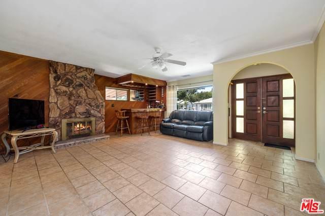 5626 Cantaloupe Ave, Van Nuys, CA 91401 (#21-744352) :: Montemayor & Associates