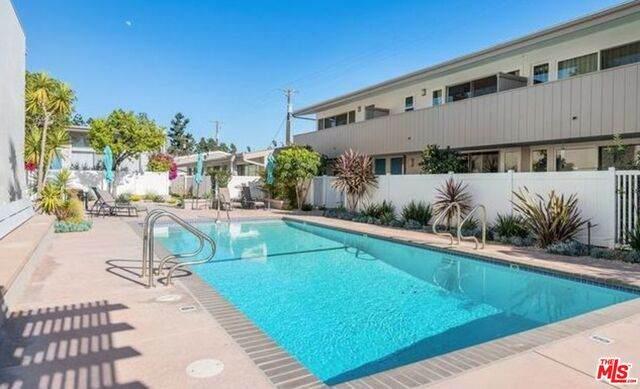 4274 W Kling St, Burbank, CA 91505 (#21-744588) :: Montemayor & Associates