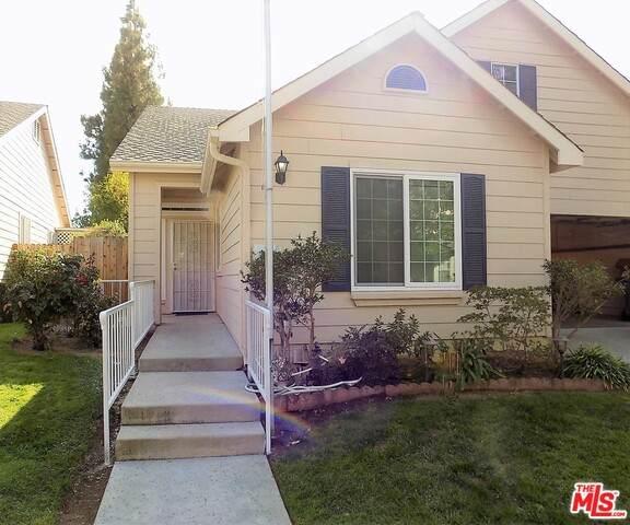 1019 E Monticello Cir, Fresno, CA 93720 (MLS #21-744760) :: The Jelmberg Team