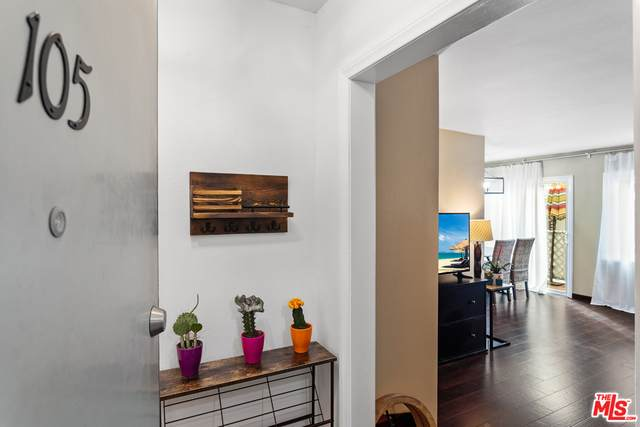 3734 S Canfield Ave #105, Los Angeles, CA 90034 (#21-745062) :: Randy Plaice and Associates