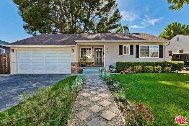 7717 Wish Ave, Lake Balboa, CA 91406 (#21-745658) :: The Pratt Group