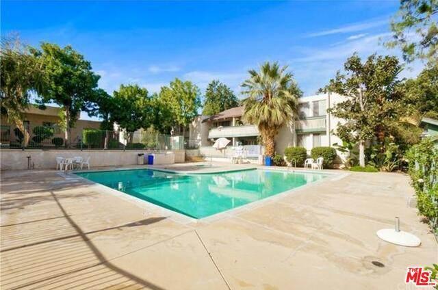 8601 International Ave #269, Canoga Park, CA 91304 (MLS #21-745916) :: The John Jay Group - Bennion Deville Homes