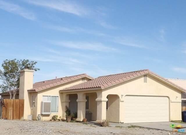 13190 El Rio Ln, Desert Hot Springs, CA 92240 (#21-746180) :: The Pratt Group