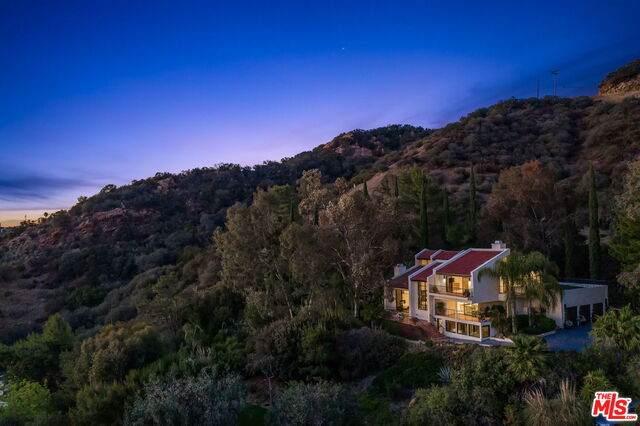 214 Loma Metisse Rd, Malibu, CA 90265 (#21-746438) :: Berkshire Hathaway HomeServices California Properties