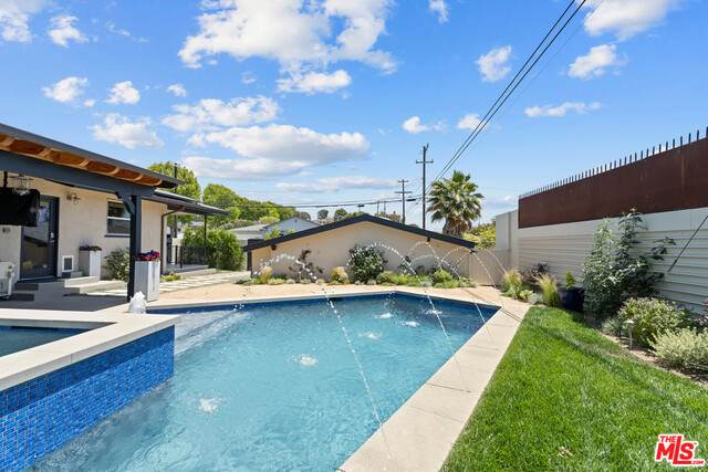 7500 W 91St St, Los Angeles, CA 90045 (#21-747192) :: Lydia Gable Realty Group