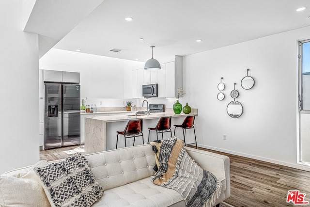 6917-1/2 Knowlton Pl, Los Angeles, CA 90045 (#21-747348) :: Lydia Gable Realty Group