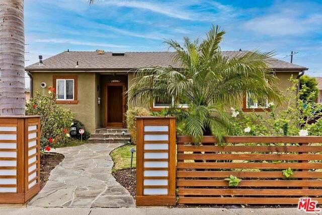 831 Appleby St, Venice, CA 90291 (#21-747788) :: Montemayor & Associates