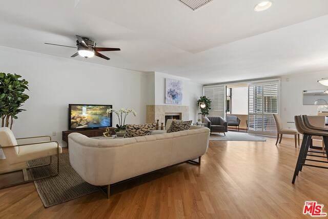 725 S Barrington Ave #209, Los Angeles, CA 90049 (#21-747838) :: Montemayor & Associates