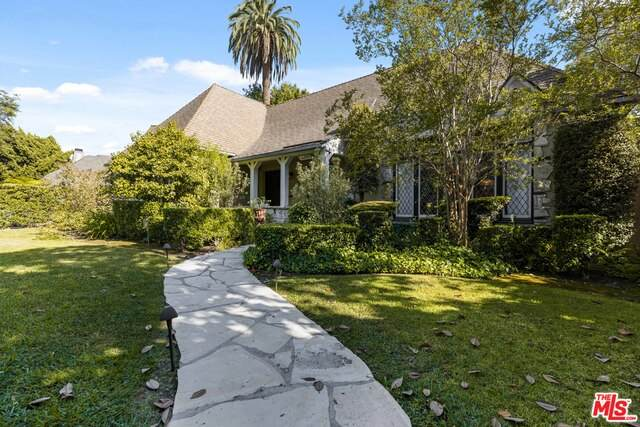 6298 Del Valle Dr, Los Angeles, CA 90048 (#21-747940) :: The Grillo Group