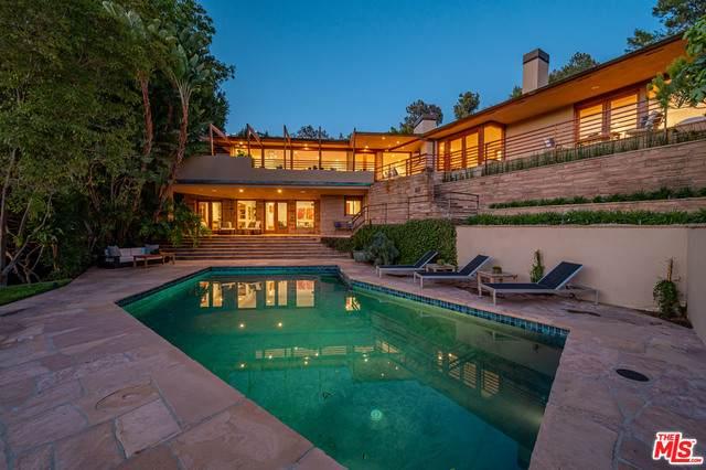9454 Lloydcrest Dr, Beverly Hills, CA 90210 (MLS #21-748592) :: The Jelmberg Team
