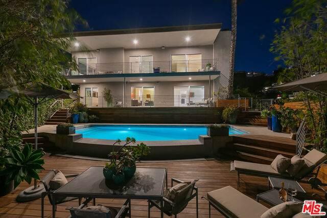 8555 Hollywood Blvd, Los Angeles, CA 90069 (MLS #21-748604) :: Mark Wise   Bennion Deville Homes