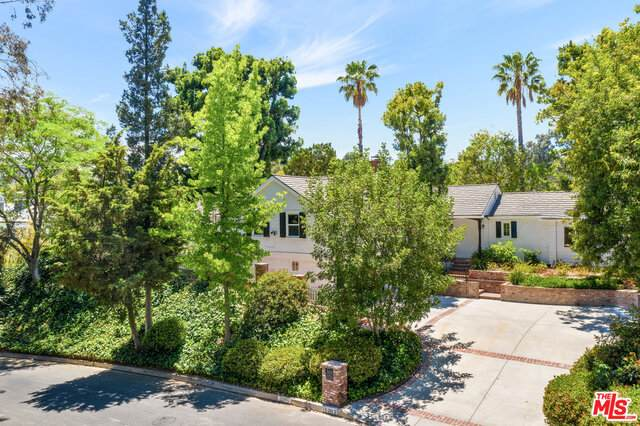 15882 High Knoll Rd, Encino, CA 91436 (#21-748820) :: Montemayor & Associates
