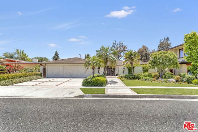 4012 Country Club Dr, Lakewood, CA 90712 (MLS #21-748958) :: Zwemmer Realty Group