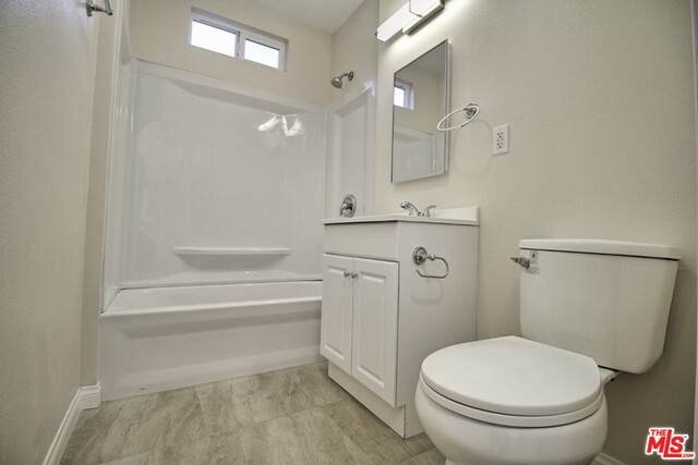 2728 Willow Pl, South Gate, CA 90280 (MLS #21-749040) :: Mark Wise   Bennion Deville Homes