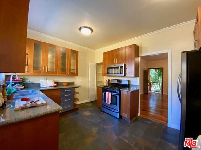 603 Tularosa Dr 603 1/2, Los Angeles, CA 90026 (MLS #21-749070) :: Mark Wise   Bennion Deville Homes