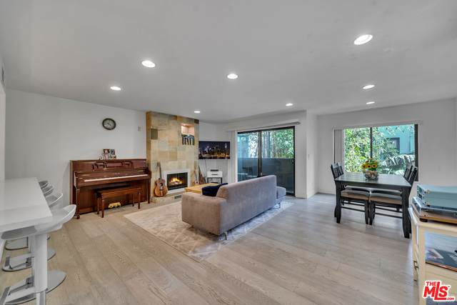 1940 N Highland Ave #18, Los Angeles, CA 90068 (#21-749080) :: TruLine Realty