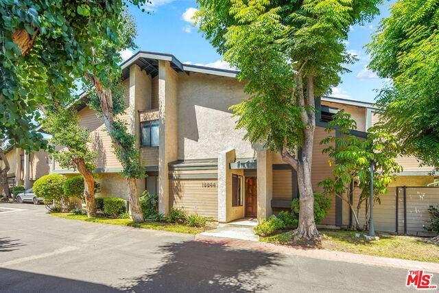 18844 Hatteras St A, Tarzana, CA 91356 (#21-749166) :: Montemayor & Associates