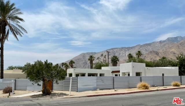 2481 N Junipero Ave, Palm Springs, CA 92262 (#21-749708) :: Montemayor & Associates