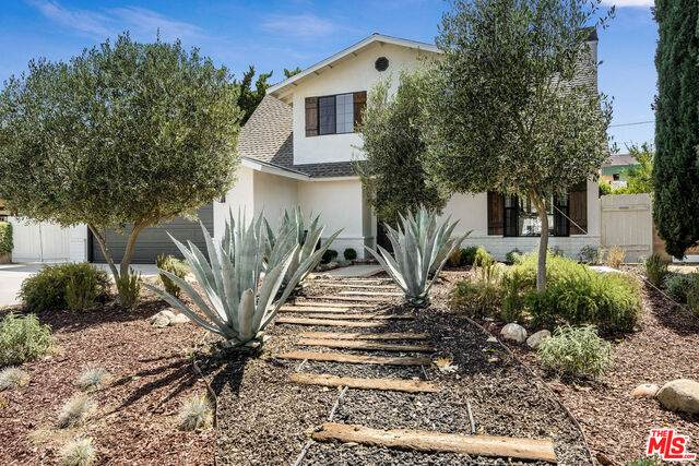 1084 Sycamore Dr, Simi Valley, CA 93065 (MLS #21-749948) :: The Jelmberg Team