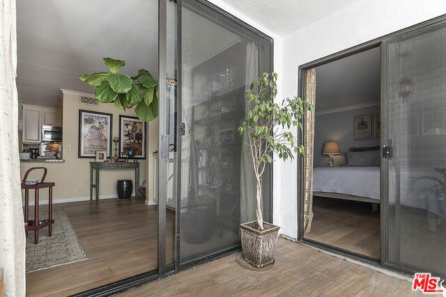 906 N Doheny Dr #510, West Hollywood, CA 90069 (#21-750452) :: The Pratt Group