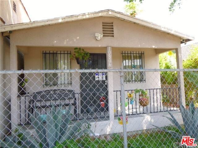 10806 Juniper St, Los Angeles, CA 90059 (MLS #21-750462) :: The Sandi Phillips Team