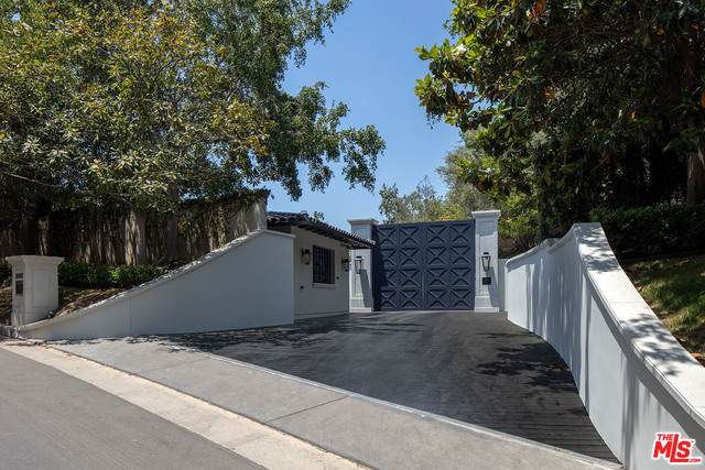 271 S Mapleton Dr, Los Angeles, CA 90024 (#21-751900) :: The Grillo Group