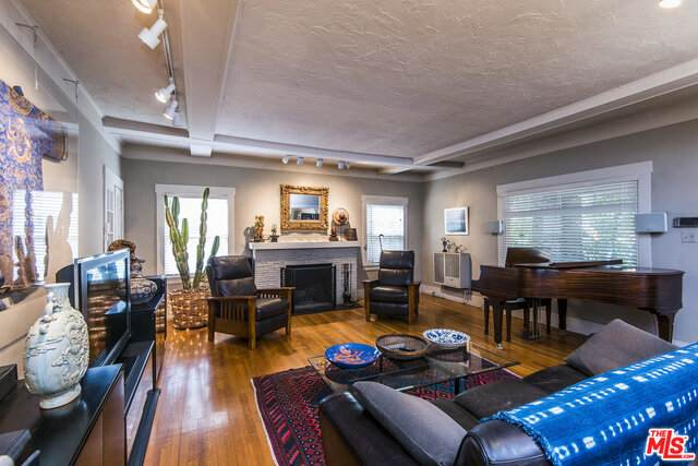 2104 Holly Dr, Los Angeles, CA 90068 (#21-752066) :: The Grillo Group