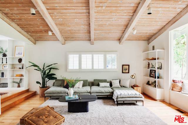 2025 Dewey St, Santa Monica, CA 90405 (#21-752146) :: The Grillo Group