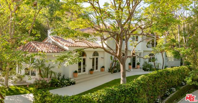 1541 N Bundy Dr, Los Angeles, CA 90049 (#21-752204) :: Montemayor & Associates