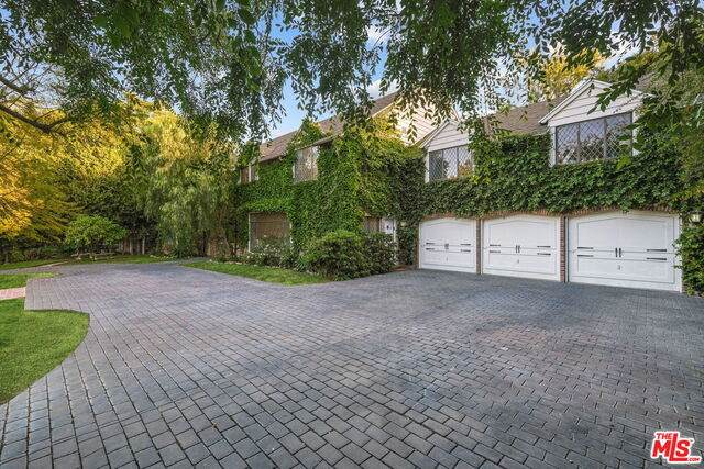 1215 Benedict Canyon Dr, Beverly Hills, CA 90210 (#21-752346) :: The Grillo Group