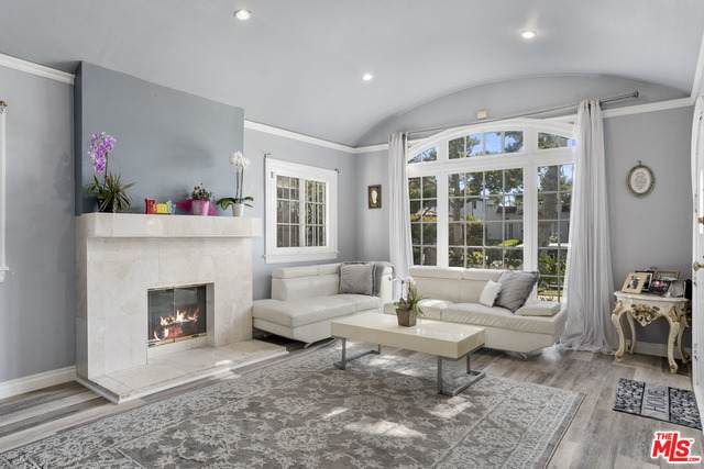 152 N Stanley Dr, Beverly Hills, CA 90211 (#21-752408) :: The Grillo Group