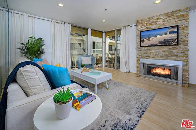 555 Esplanade #319, Redondo Beach, CA 90277 (#21-752752) :: Berkshire Hathaway HomeServices California Properties
