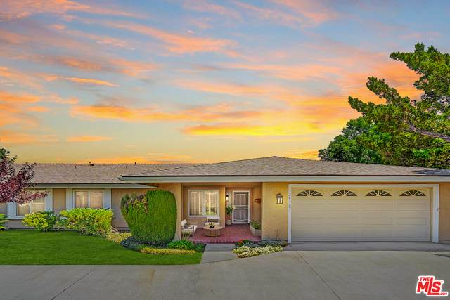 26387 Oak Plain Dr, Newhall, CA 91321 (#21-753402) :: The Grillo Group