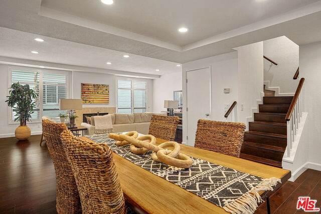 11733 Montana Ave #204, Los Angeles, CA 90049 (#21-753656) :: Berkshire Hathaway HomeServices California Properties