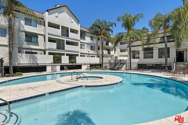 17735 Kinzie St #110, Northridge, CA 91325 (#21-754594) :: Montemayor & Associates