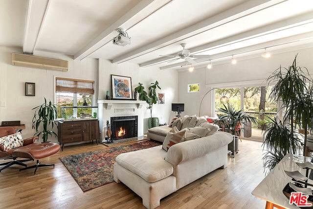 29251 Circle Dr, Agoura Hills, CA 91301 (#21-754788) :: Montemayor & Associates