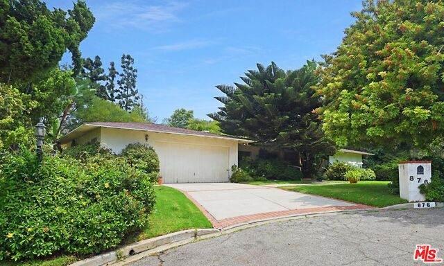 876 N Norman Pl, Los Angeles, CA 90049 (#21-757982) :: Montemayor & Associates