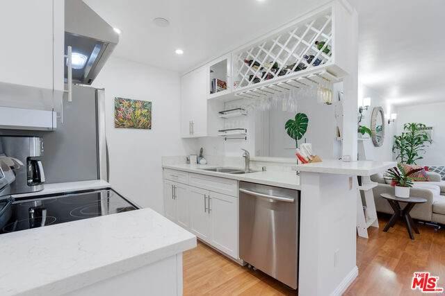 1351 N Orange Dr #110, Los Angeles, CA 90028 (MLS #21-758702) :: The John Jay Group - Bennion Deville Homes