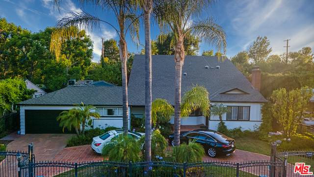 5921 Hillview Park Ave, Valley Glen, CA 91401 (#21-759202) :: The Parsons Team