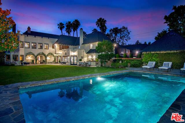 322 S Rossmore Ave, Los Angeles, CA 90020 (#21-759846) :: Berkshire Hathaway HomeServices California Properties