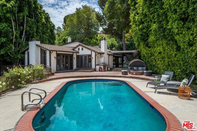 4919 Matula Dr, Tarzana, CA 91356 (#21-760994) :: Berkshire Hathaway HomeServices California Properties